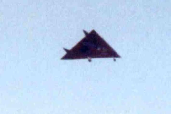 First real photos of the Aurora RS-? - Modern Military Aircraft