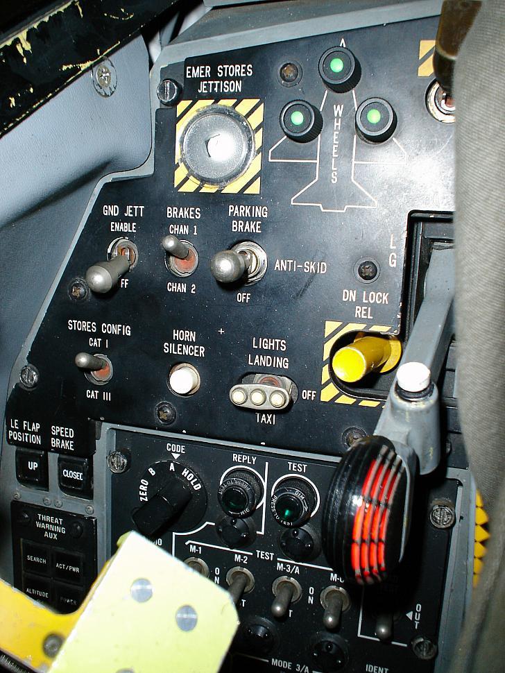 F 35 News >> tech_002.JPG photos | F-16.net