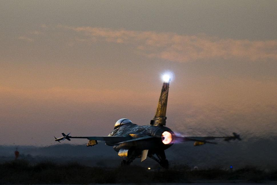 Takeoff jpg photos | F-16 net