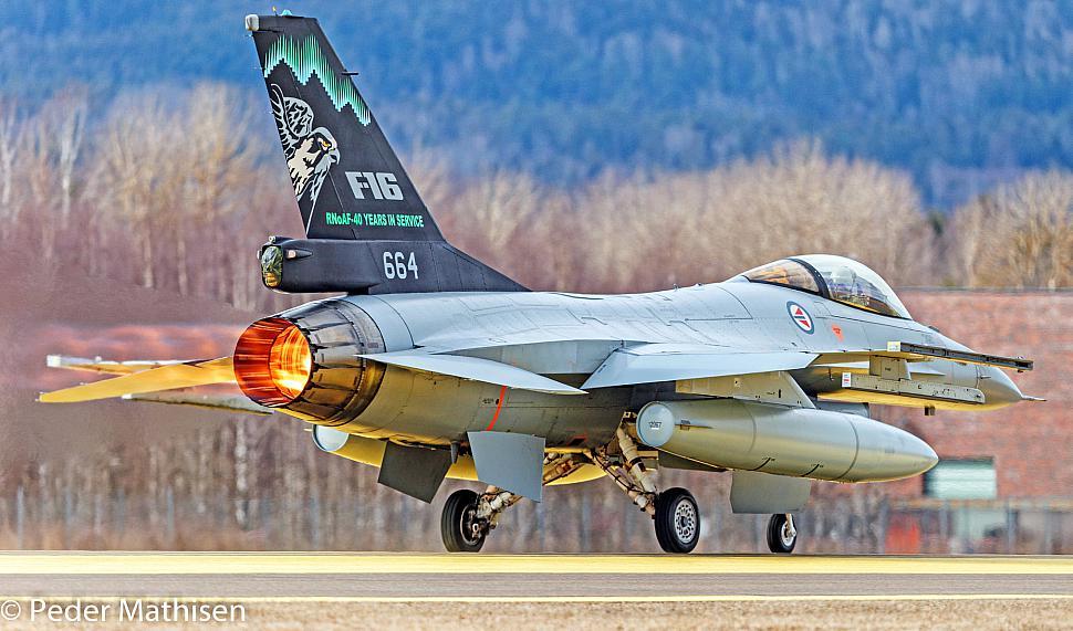89-2169_001.jpg photos | F-16.net