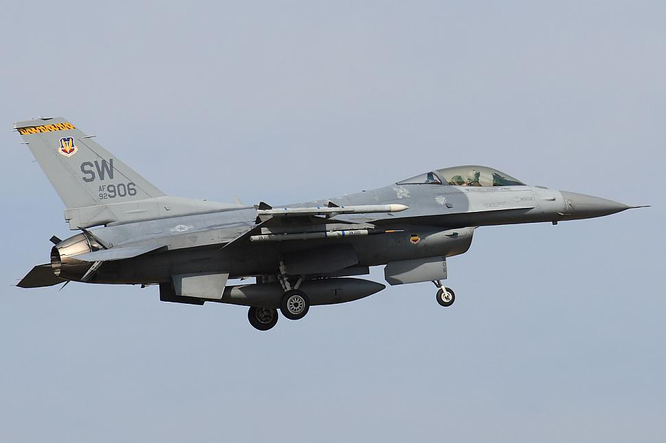 Sw vipers in aviano f 16 spotting photography for Portent g3 sw 12