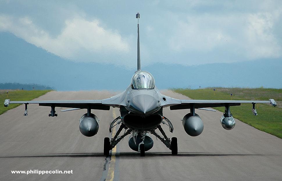 134 FS F-16 clips landing lights