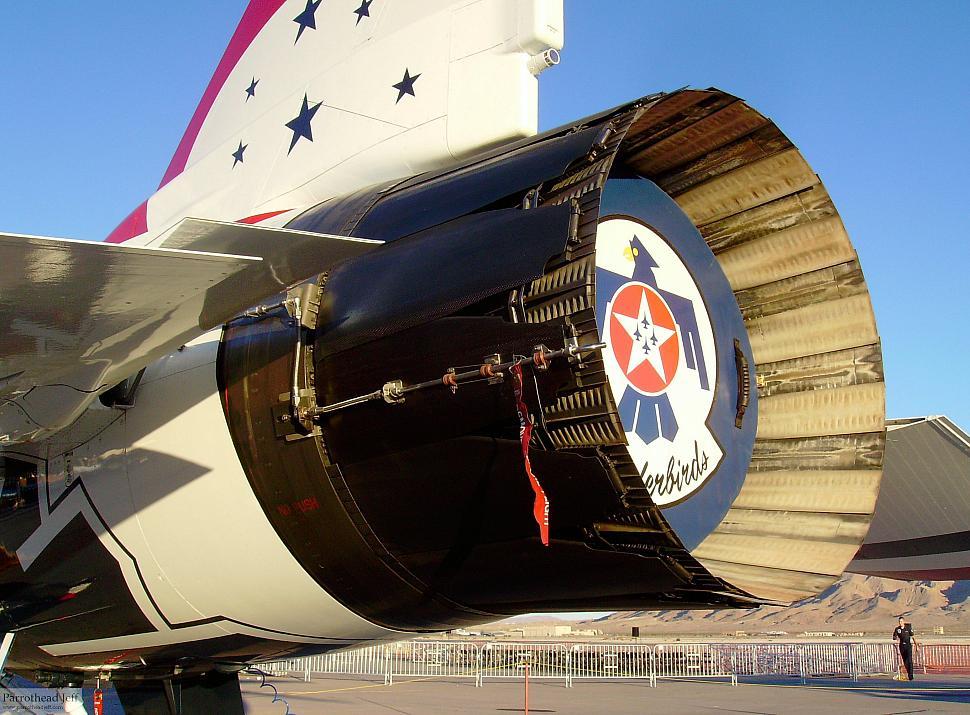 Thunderbirds F-16 Static Display Nellis 2008 - General F ...