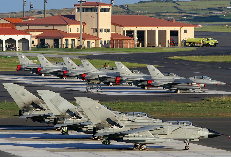 Lajes airmen sup...F 16 Colombie