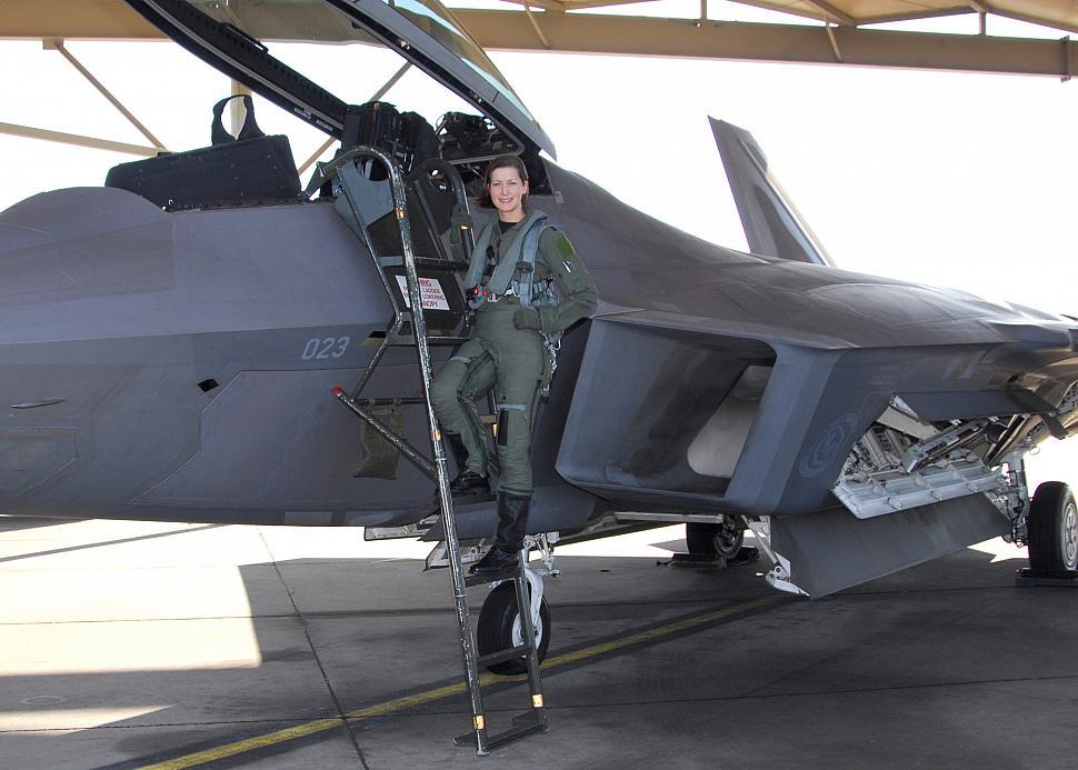 First female F-22 pilot - General F-22A Raptor forum Usaf Fighter Pilot F 22